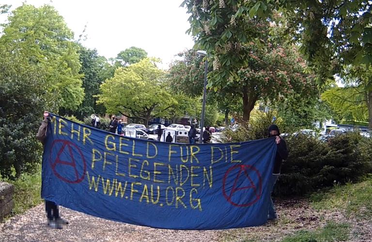 Soli-Kundgebung mit den Pfleger*innen und anderen Menschen des kaputtgesparten Gesundheitssystems am Helios Klinikum in Wuppertal-Barmen
